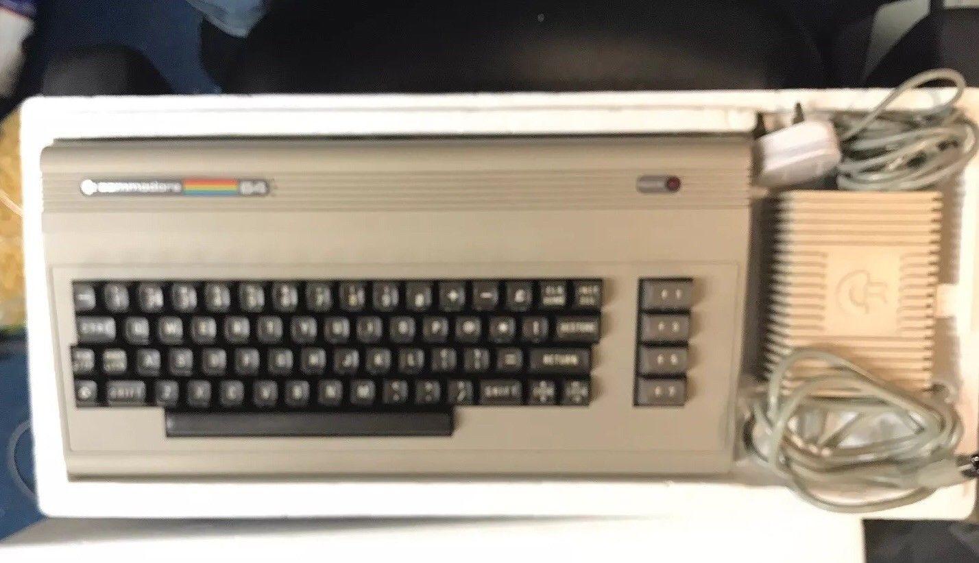 Commodore 64 excelent condtion in new retro made box